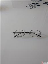 本人今天在工业园区捡到近视眼镜一支,请失主前来认领