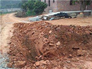 石湾菠萝冲村村霸强行挖断进村道路造成村民出入不便,希望有关部门介入处理