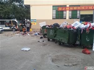 尖岭市场真是垃�圾满天飞,一到晚♂上垃圾臭到让人恶心,市政府该好好管理管理