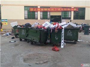 尖岭市场真是垃圾满天飞,一到晚上垃圾臭到让人恶心,市政府该好好管理管理