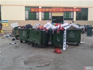 尖岭市场真是垃圾满天○飞,一到�晚上垃圾臭到让人恶心,市政府该好好管理管理
