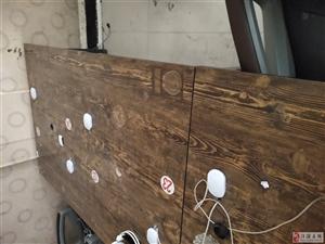 出售�p拼四位的木�|桌和�斡H�p位的木�|桌另外便宜�理椅子30一��有需要�系17329350707非�\勿