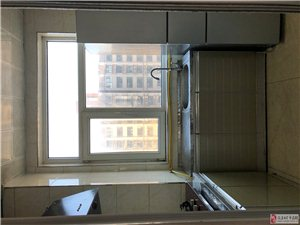 精装修120平,拎包入住,三室两厅一卫,凯旋城小区,两个学区指标,随时看房