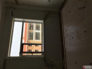 乐聚馨园买了房让人没法住啊,缝子开了,就跟地震了似的。
