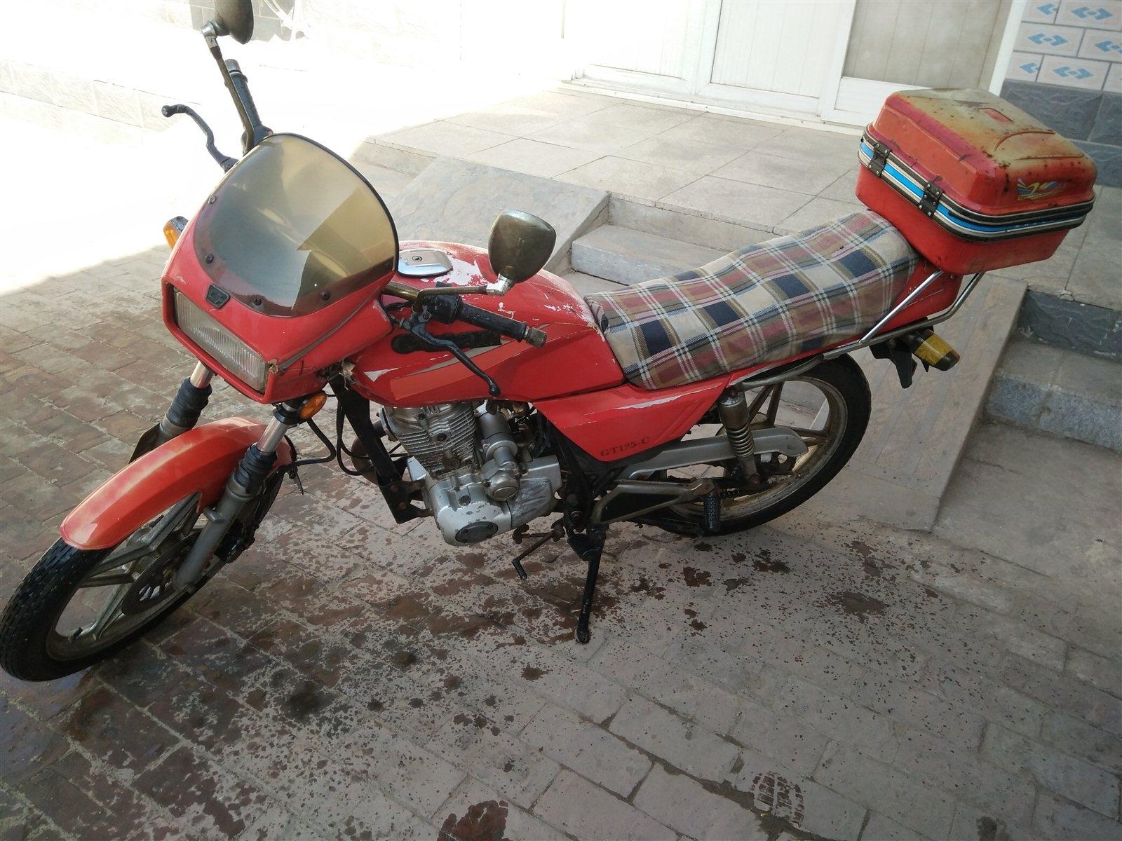 港田125摩托车