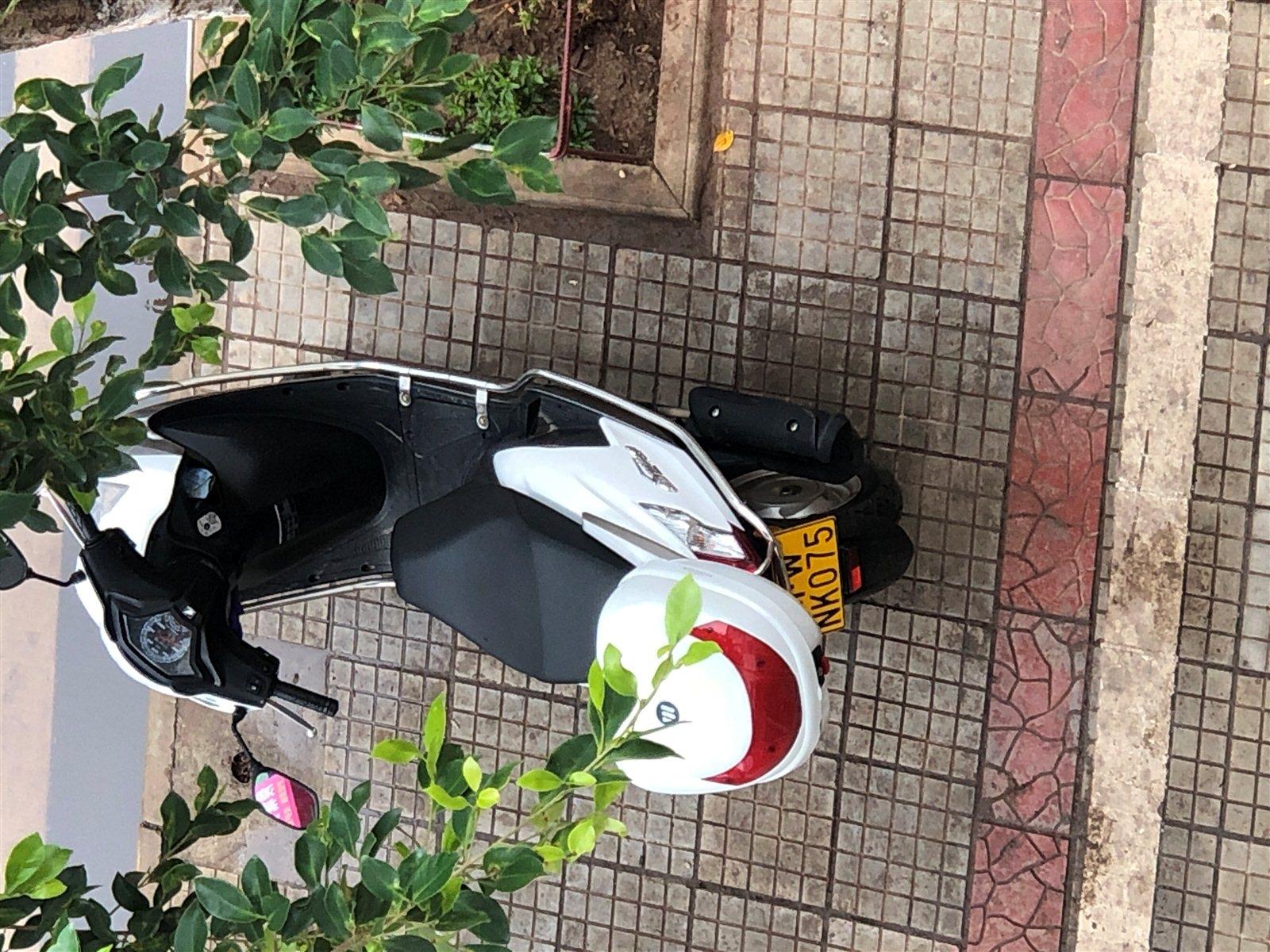 本田迅鲨踏板车