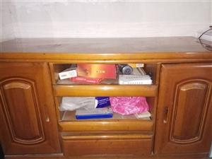 二手电视柜,梳妆台和衣柜。电视柜尺寸122.5×50.5×69.5。梳妆台尺寸105.5×45.5×...