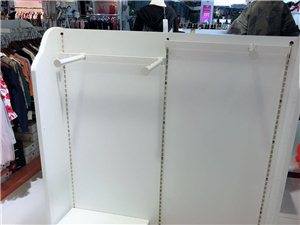 现有才用不到一年的童装展示柜5个,低价转卖,打板可自由调整,有需要的联系。