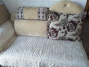 整套沙发只拍了一部分,用了一年,全新,望有意者联系,务扰
