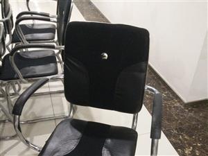 电脑椅子,有80张,便宜卖了,适合会议,培训,家用等,椅子很适用很便宜!要的赶紧联系我了!