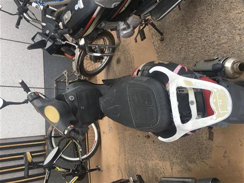 闲置踏板摩托车一辆,电瓶换新的,耗油量少,400左右