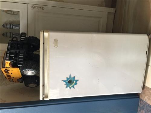 因搬至新房,原小型冰箱,闲置在家,工作正常,有需要上门自提