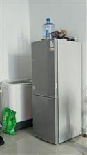 用了一年,换地方带不走,冰箱洗衣机两件。500块钱,需要联系。18054621031