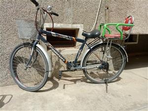 永久牌自行车,8成新,带小孩座椅。买回来就骑了一年,车况良好,配件都是原厂配件,轮胎一年了就充了一次...