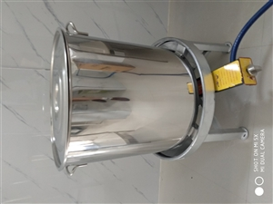 全新不锈钢汤桶45X45厘米,因尺寸不合适,原价135,现80元处理。已售出!