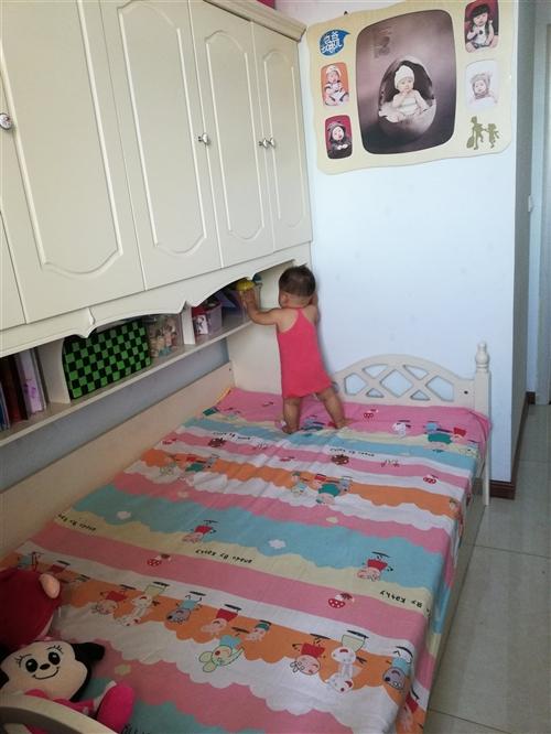 出售一套九成新儿童带衣柜拖床,