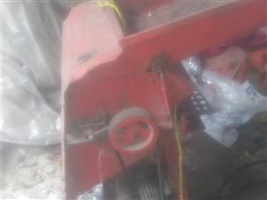 出售旧玉米拖粒机。价格面议。电话18256826983