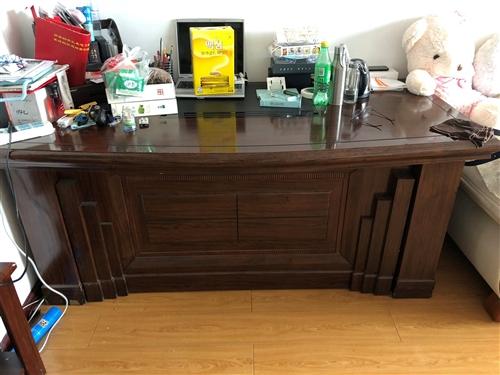 低价出售 二手桌子。一套两桌一米五宽老板桌………