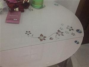 二手餐桌出售用了不到一个月,基本全新,原价两千多现在低价处理,带4把椅子!