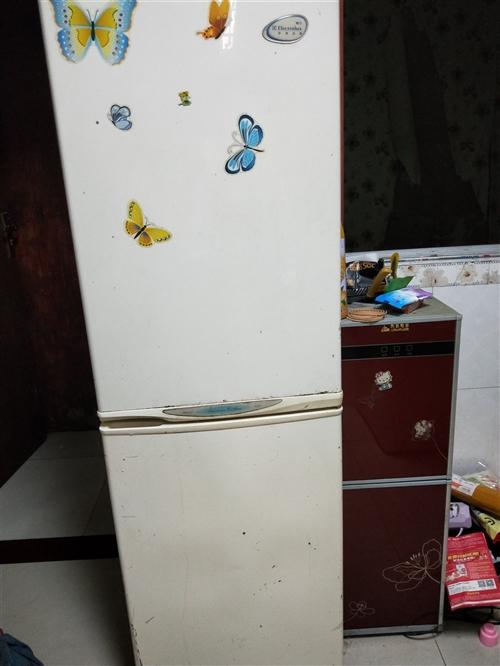 出售冰箱两个,完全正常,需要的可以上门看货,便宜处理了。