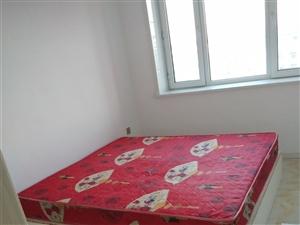 本人出售旧床垫子   旧 沙发    有意者请联系15801010345