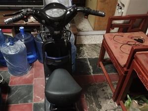 自有电动车一辆,九成新,2.0电瓶,真空轮胎,蓝色车,冬天骑没问题,货真价实,一心一意的想卖!