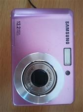 三星数码相机  八成新  两节电池(之前买50元)现免费赠送