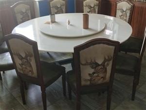全新扶手靠背餐椅100个,大理石圆桌大理石长方形桌子(若干)美的中央吸顶空调5p(2台)有需要的价格...