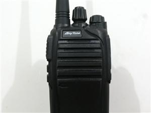 出售现有一批自用车队2g网路全国通用手持对讲机一批。因车队倒下来不用了对外转让。质量都很好。信号在全...