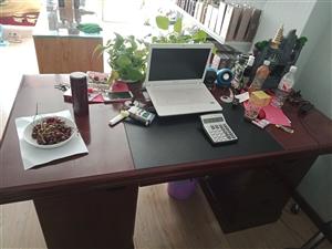 全新办公桌九成新出售