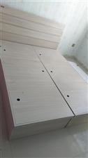 出售二手实木床,1.5×2.0,带床垫子,价格600可议,用户自提,因家中装修忍痛割爱,谁买谁合适,...