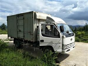 出售解放灞陵三14年5月份上牌��四排放4米集�b箱!