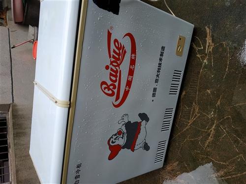 本人低价出售八成新白雪冰柜一台,地址:卅铺街;电话:13966905880
