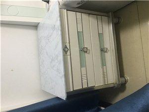 床头柜一个50,处理了,因为要搬家了