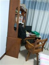 这套家具(纯榆木家具)买了后,不太合适。现在出售,买时电脑桌3000元,椅子600元。现在总共250...