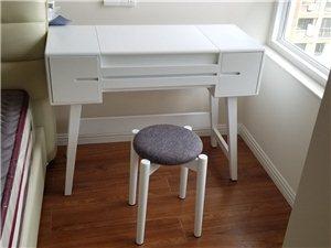 新房买的梳妆桌,因为还没搬进去住,所以买回来一次都还没使用过,因为老婆不喜欢,低价卖了,买成1700...