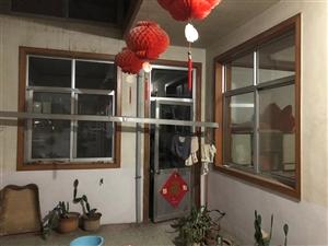 由于辛格庄拆迁,现有两套5间正房,出售铝合金门窗、罩顶,塑钢窗,实木门、隔断墙,大门,房顶大梁,砖瓦...
