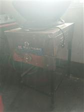 四开门冰柜  十二层蒸饭柜  猛火灶 和面机  全新电炸炉未用  低价处理