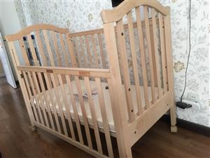 纯榉木婴儿床,内部尺寸120乘65,带60mm椰棕加乳胶垫子,三个高度可调节,去年购入,宝宝跟老人回...