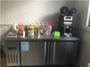 奶茶技术及设备转让,冰柜,展示冰箱,自动封口机,制冰机,冰淇淋机,爆米花机等等。价格面议