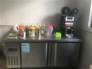 奶茶技术及设备转让,冰柜,展示冰箱,自动封口机,制冰机,冰淇淋机,爆米花机等等。价格面议157178...