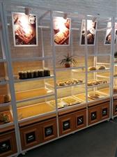 全新面包边柜,面包中岛柜,三文治柜,蛋糕冷藏柜,蛋糕模型柜出售,全套全新烘焙设备半价出售。