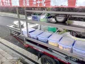 本来是做小吃的,棚子,炉具,灶,保鲜盒,桌子,板凳这些都有。现在便宜处理。电话18583278639