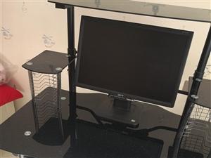 因本人搬家,现500元将个人用家用办公电脑低价处理,一并出电脑桌。需要自提。