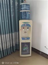 本人有一台立体式饮水机带消毒柜,净化桶,现需要一起低价处理了,150元,家里人少用不上,有需要的电话...