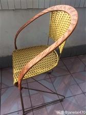 椅子/凳/藤椅一个,九成新,扎实有分量,舒适有弹性。家里空间小,闲置现价23元。 详情可微信275...