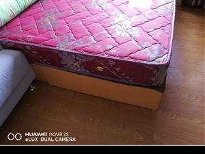 捷亚床垫9成新 低价出售 够大  够弹  够结实