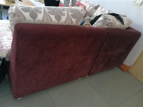本人出售二手沙发,热水器,衣柜,油液机和灶,餐桌带四把椅子1,价格面议。