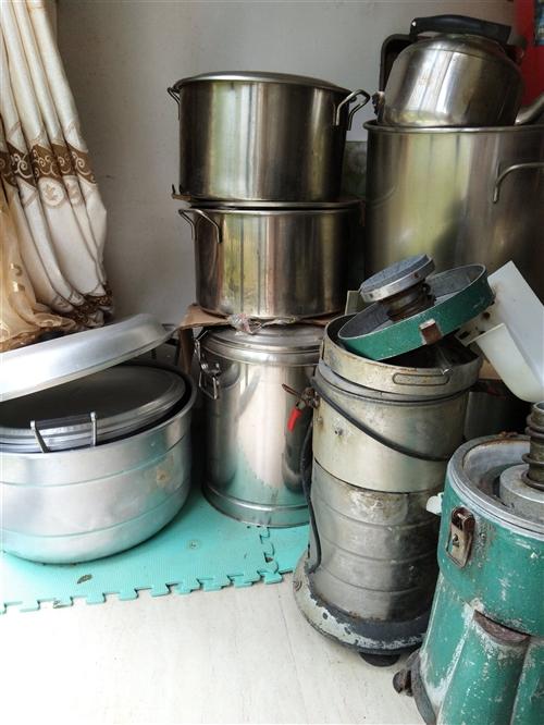 二手和面机,豆浆机,不锈钢蒸汽豆浆机,压面条机,猛火炉具,不锈钢桶,燃气炸锅,便宜处理!
