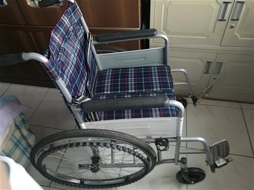 新买的轮椅,只用了十多天。原价450元,现售120元,五中对面。最好自提。